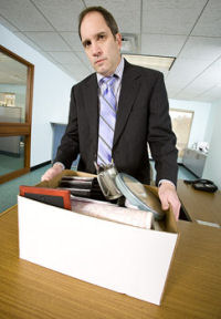 Picture of a man clearing his desk to illustrate the topic, firing salespeople.
